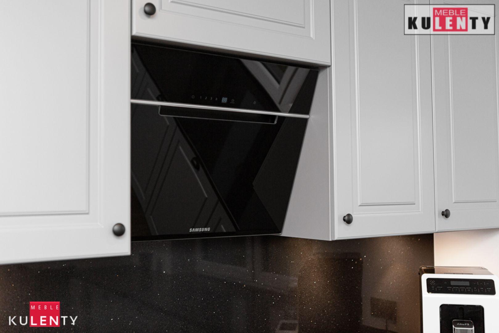 Czarny kap w kuchni kulenty TZx5