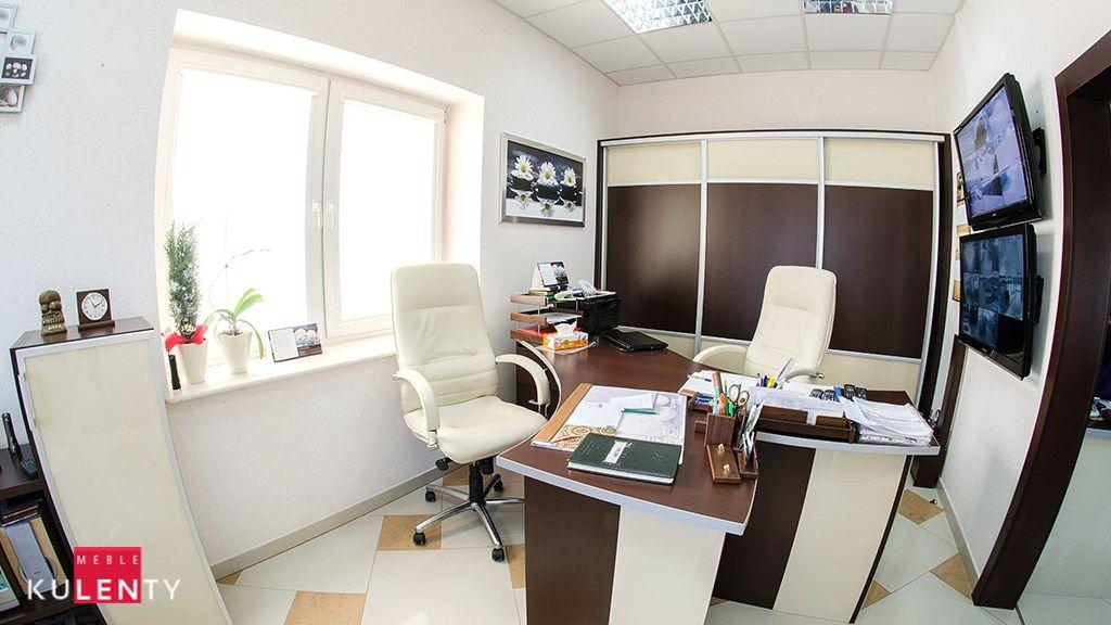 Biuro biala czekolada