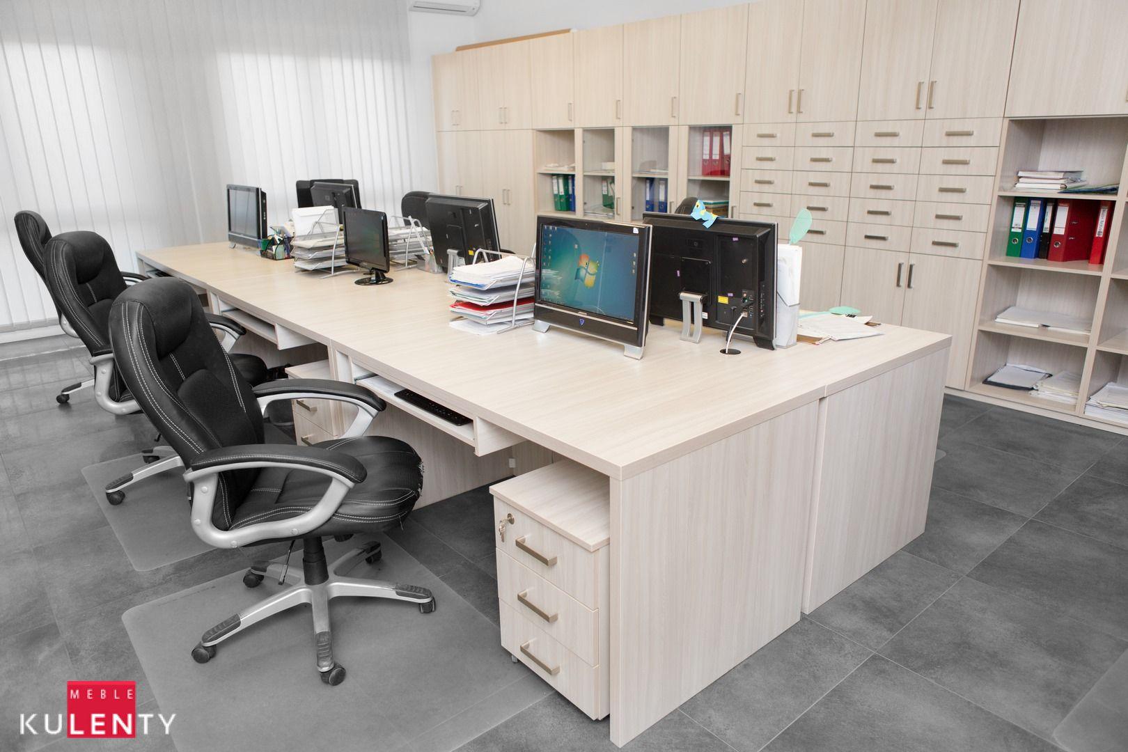Klasyczne biuro w jasnych kolorach
